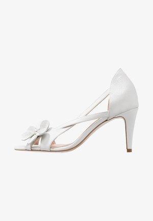CAROLINE - Sandały na obcasie - white