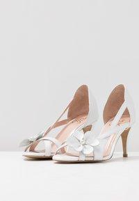 Yes I Do - CAROLINE - Sandály na vysokém podpatku - white - 4