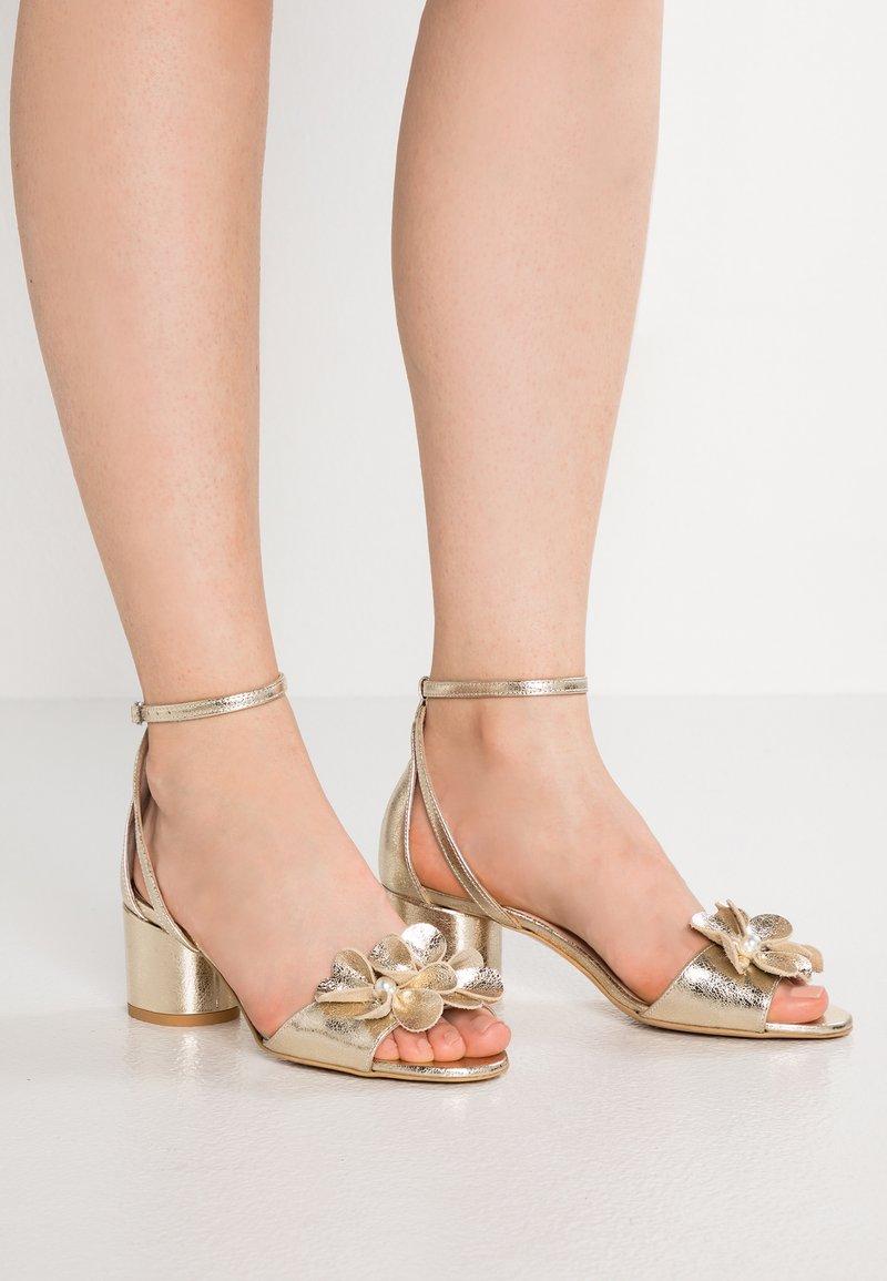 Yes I Do - EDITH - Sandalias - gold