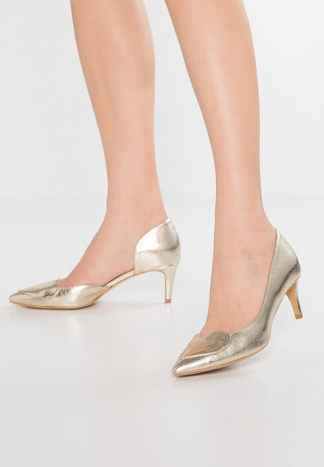 BIG HEART UP - Classic heels - gold