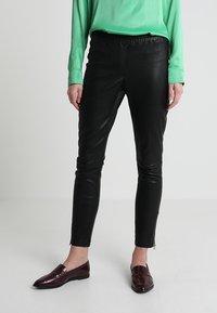 Ibana - HEARTY - Pantalón de cuero - black - 2