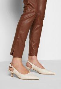 Ibana - COLETTE - Pantalón de cuero - brown - 3