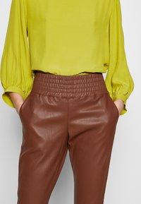 Ibana - COLETTE - Pantalón de cuero - brown - 5