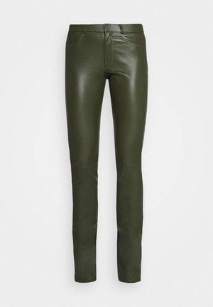LUCILLE - Kožené kalhoty - green