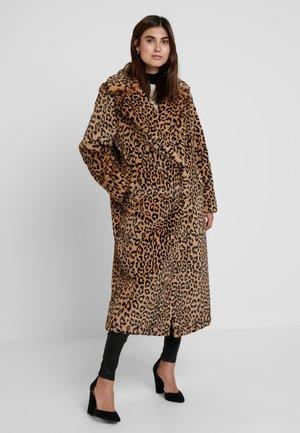 CLAIRE - Płaszcz zimowy - brown/beige