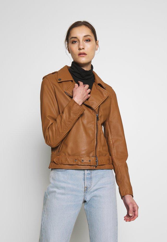 EXCLUSIVE BIKER - Leather jacket - camel