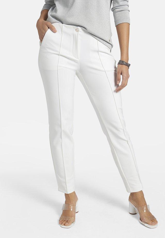 mit Saumschlitzen und Zierpaspel - Trousers - white