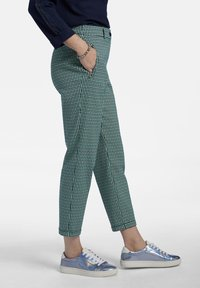 Basler - MIT ALLOVER-MUSTER UND 7/8-LÃNGE - Trousers - dark green - 3