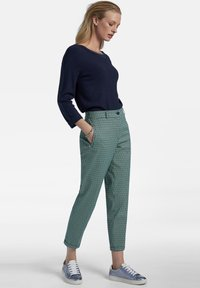 Basler - MIT ALLOVER-MUSTER UND 7/8-LÃNGE - Trousers - dark green - 1