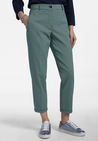 Basler - MIT ALLOVER-MUSTER UND 7/8-LÃNGE - Trousers - dark green - 0