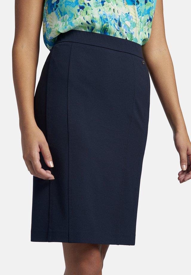 IN UNIFARBENEM DESIGN MIT PASSFORMNäHTEN - Pencil skirt - dark blue
