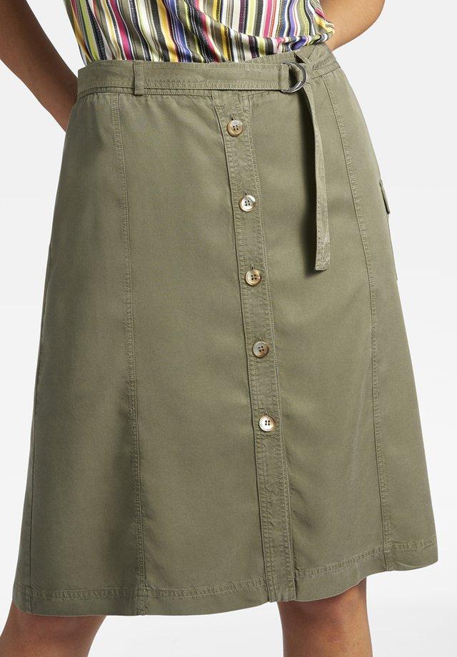 MIT KNOPFLEISTE UND BINDEGÜRTEL - A-line skirt - green
