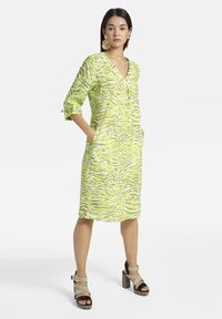 Basler - MIT V-AUSSCHNITT UND ALLOVER-MUSTER - Day dress - light green - 1