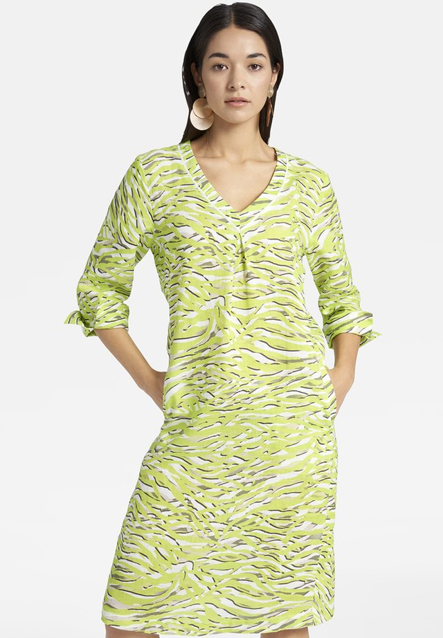 MIT V-AUSSCHNITT UND ALLOVER-MUSTER - Day dress - light green