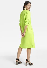 Basler - MIT DURCHGEHENDER KNOPFLEISTE - Shirt dress - light green - 2