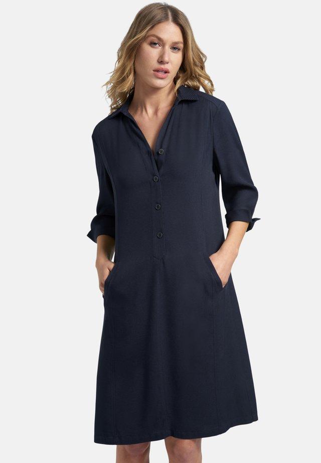 MIT KNOPFLEISTE - Shirt dress - dunkelblau