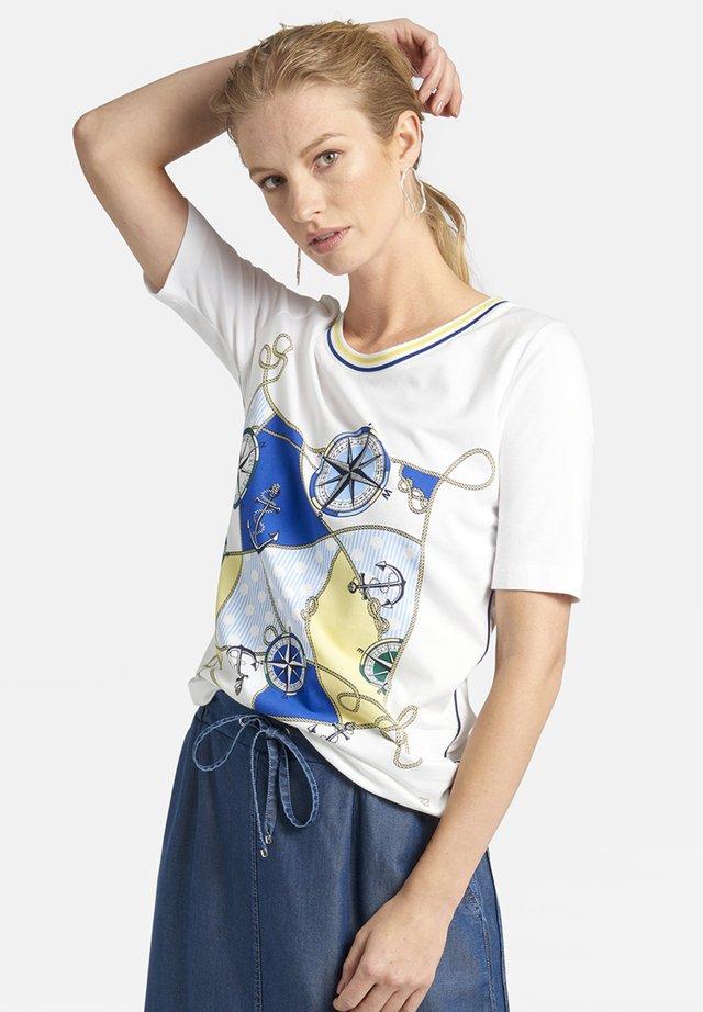 MIT MARITIMEM - Print T-shirt - white/blue