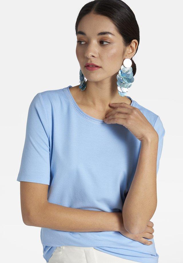 MIT GLITZERSTEINCHEN UND -GARN AM AUSSCHNITT - Basic T-shirt - light blue