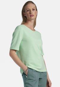Basler - MIT REISSVERSCHLUSS - Print T-shirt - mint - 0