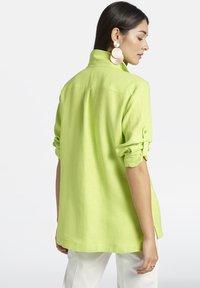 Basler - MIT BRUSTTASCHE UND KNOPFLEISTE - Button-down blouse - light green - 2