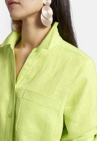 Basler - MIT BRUSTTASCHE UND KNOPFLEISTE - Button-down blouse - light green - 3