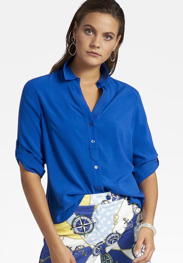 MIT KNOPFLEISTE  - Button-down blouse - blau