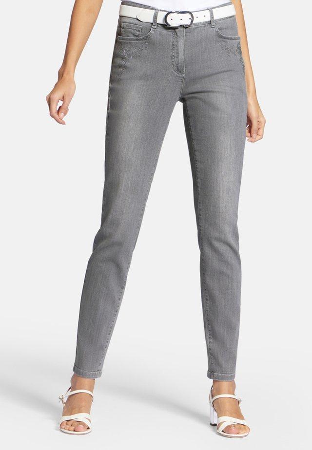 MIT ZIERSTEINCHEN - Jeans Slim Fit - grey