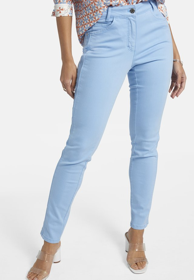 MIT SEITLICHER PASPEL UND STICKEREI - Slim fit jeans - hellblau