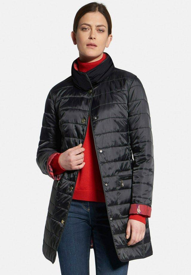 REVERSIBLE - Wintermantel - black/red