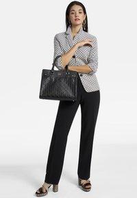 Basler - MIT STRUKTURMUSTER - Handbag - black - 0