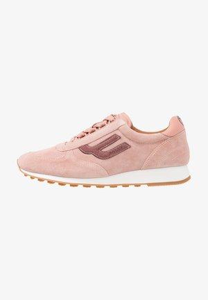 GAVINIA WING - Sneakers laag - melrose