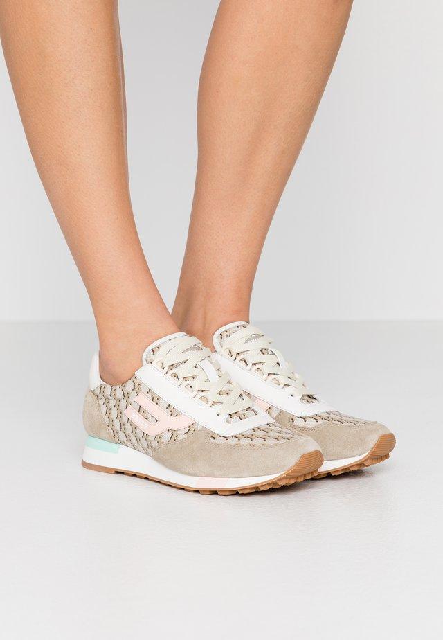 GAVINIA - Sneakersy niskie - caillou