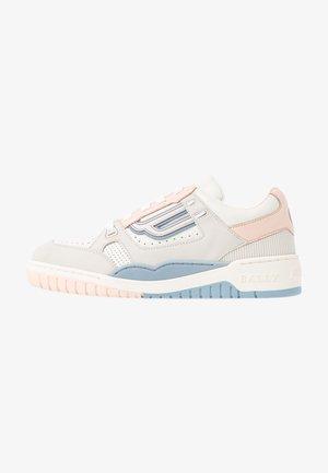 KUBA - Sneaker low - white/lychee