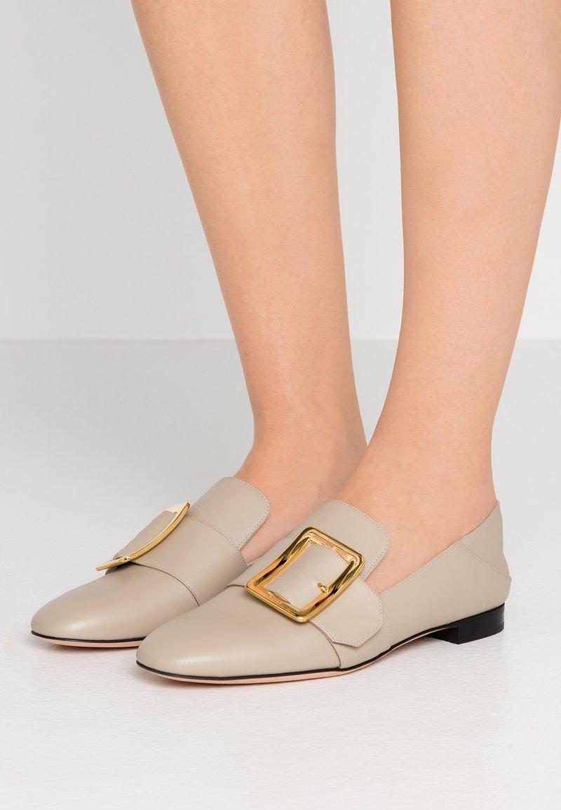 Bally - JANELLE - Pantolette flach - caillou