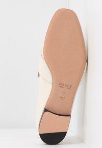 Bally - JANELLE-TONAL - Slip-ons - bone - 6