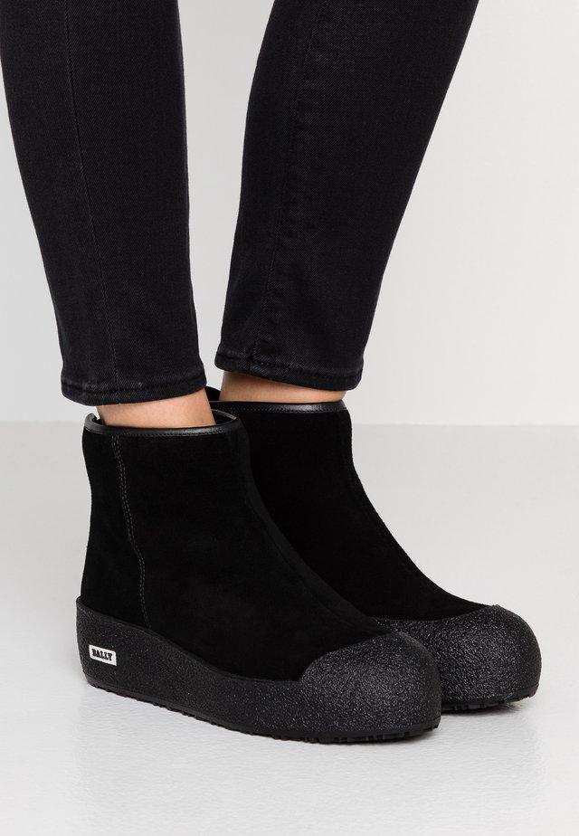 GUARD - Korte laarzen - black
