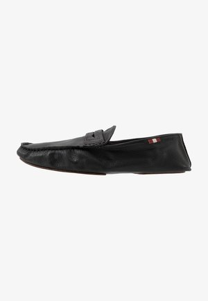 YVOR - Nazouvací boty - black