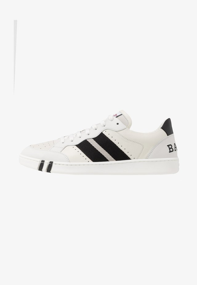 WISSAL PRINT - Trainers - white