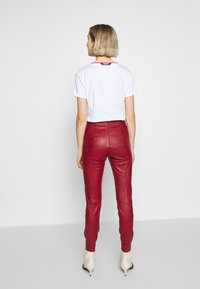 Bally - TROUSERS - Leggings - Trousers - bally red - 2