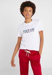 Bally - T-shirt med print - white - 0