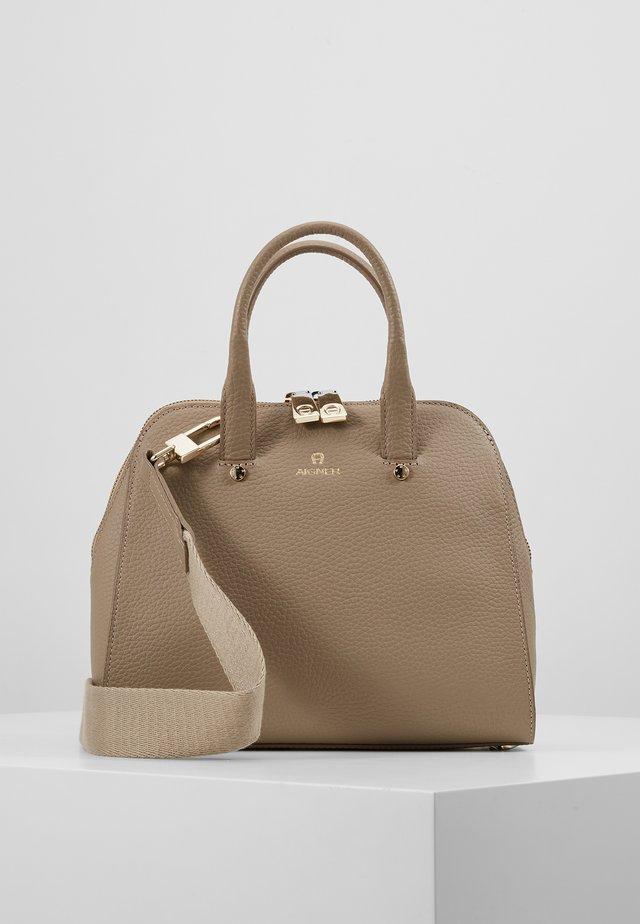 IVY S MINI BAG - Handtasche - taupe