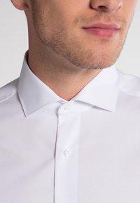 Eterna - SLIM FIT - Camisa elegante - weiß - 3