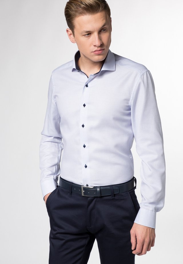 SLIM FIT - Skjorta - hellblau
