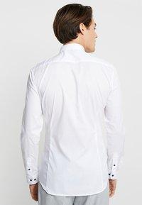 Eterna - UNI STRETCH SUPER SLIM MINI KENT - Finskjorte - white - 2