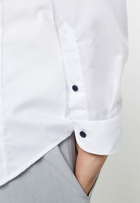 Eterna - UNI STRETCH SUPER SLIM MINI KENT - Finskjorte - white - 3