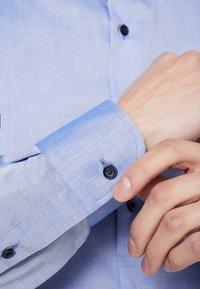 Eterna - SLIM FIT - Formální košile - mid blue - 4