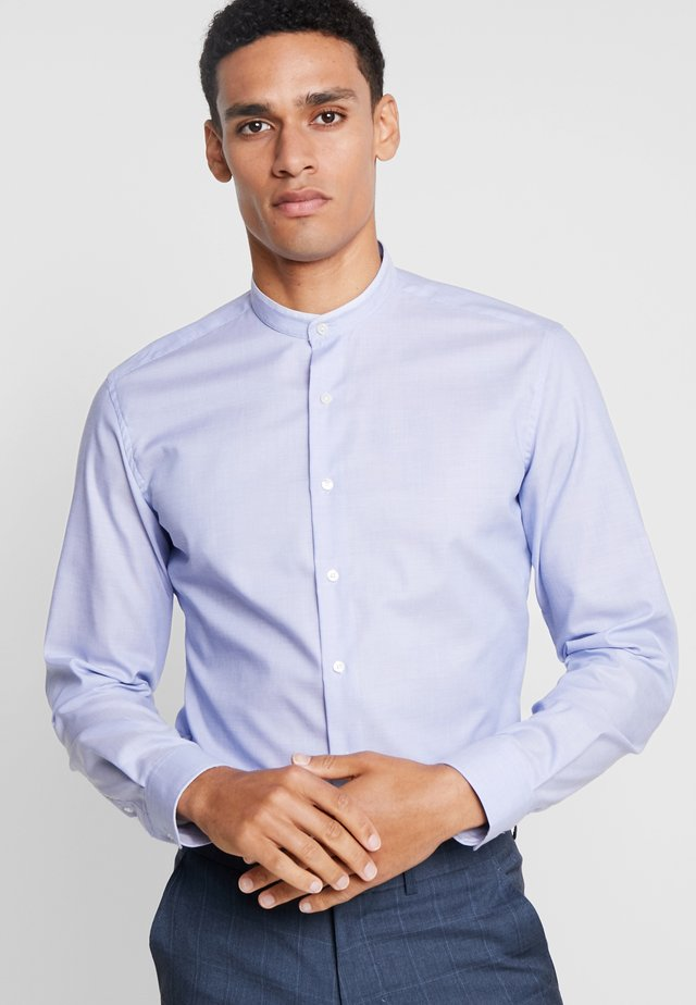 SLIM FIT MIT PATCH PINPOINT - Formal shirt - royal