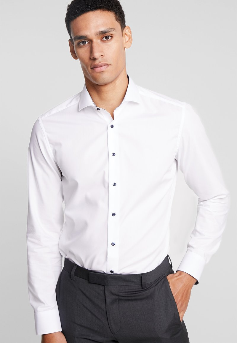 Eterna - SLIM FIT PATCH KONTRASTKNOPF - Businesshemd - white