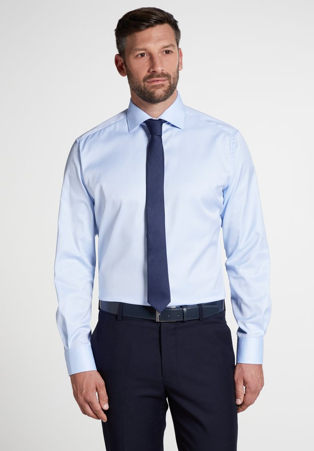 FITTED WAIST - Businesshemd - light blue