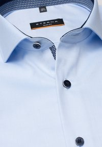 Eterna - SLIM FIT  - Zakelijk overhemd - light blue - 4